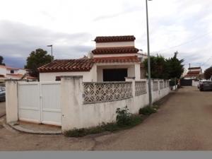 Ref 04. Casa individual con jardín en tranquilo sector de Empuriabrava